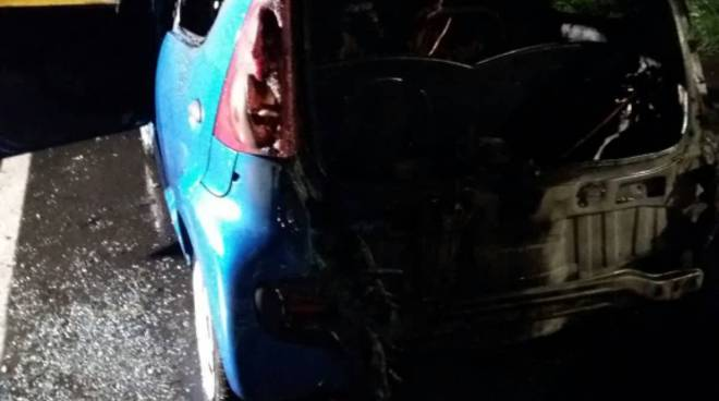 incendio notte via isonzo a mariano auto distrutte pompieri