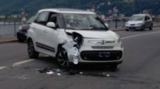 incidente como via per cernobbio auto e moto a terra