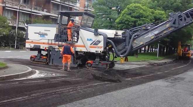 lavori asfaltatura generico viale giulio cesare como buche strada