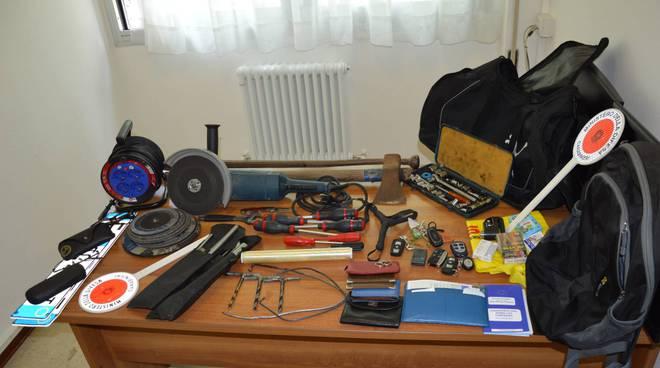 merce trovata dai carabinieri su auto rubata lasciata in strada a cernobbio