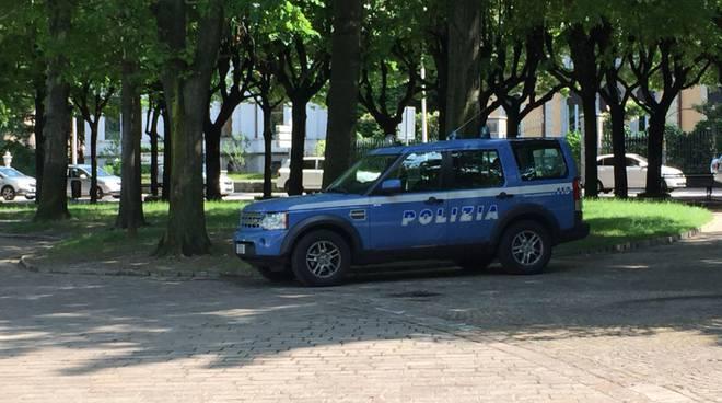 presidio polizia giardini a lago di como controllo dopo botte stranieri
