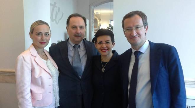 simona rossotti a como con delegati russi lago di baikal