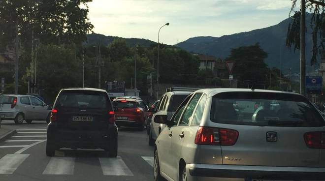 traffico in tilt como per festa svizzera e incidenti