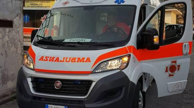 ambulanza generica soccorso a ciclista in difficoltà