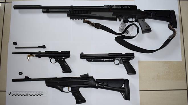 armi vendute per corrispondenza operazione della polizia anche a como