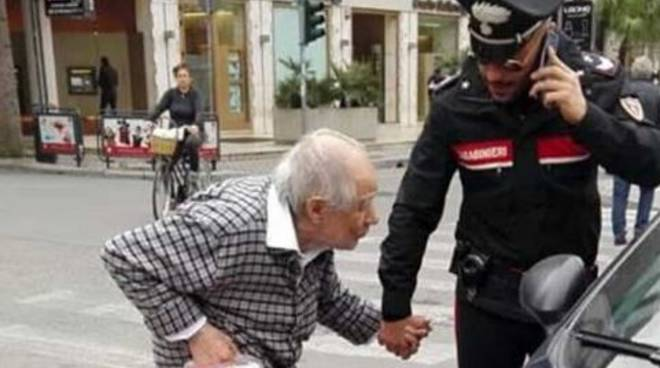 carabinieri e anziani