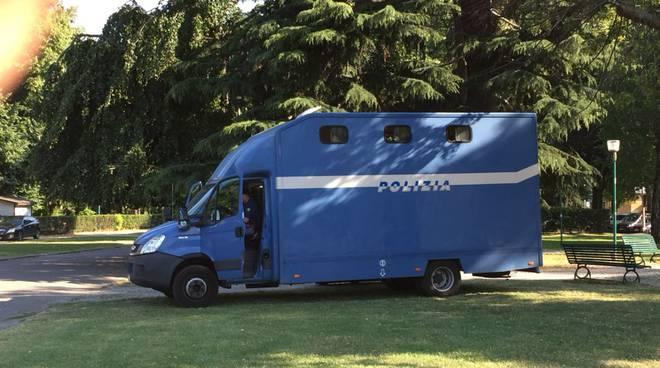 cavalli polizia ai giardini a lago di como, mezzo per trasporto