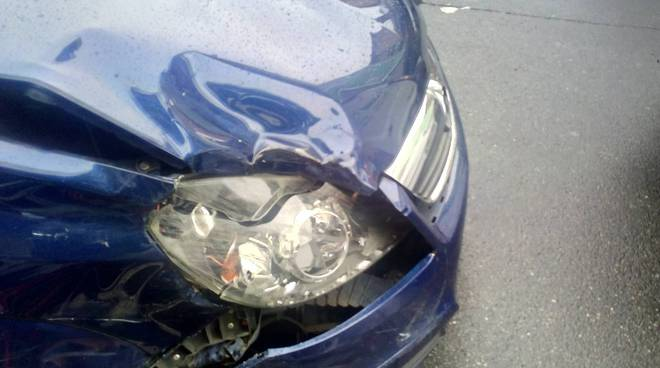 como incidente viale masia questa mattina tamponamento auto furgone
