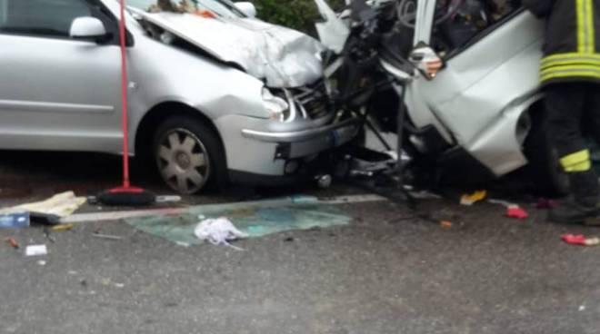 incidente canturina scontro auto e camion questa mattina