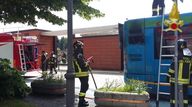montano lucino incendio bus di linea asf intervento pompieri