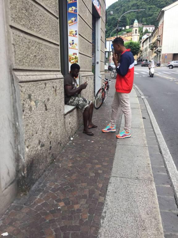 stranieri in via milano segnalazione di un lettore a redazione