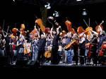 100 cellos in concerto sul palco