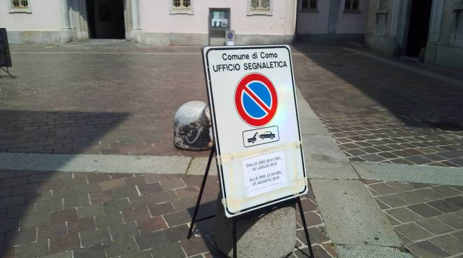 centro como cartelli divieto per riprese film di netfix