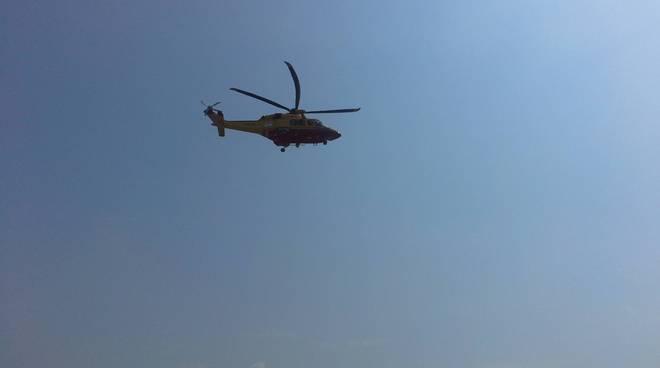 elicottero 118 generico si alza in volo