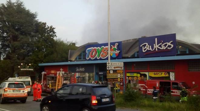 incendio toys camerlata pompieri fumo