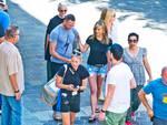 Jennifer aniston in centro a como per le riprese del film di netfix