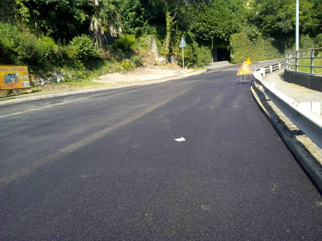 lavori di asfaltatura di via bixio a como situazione oggi
