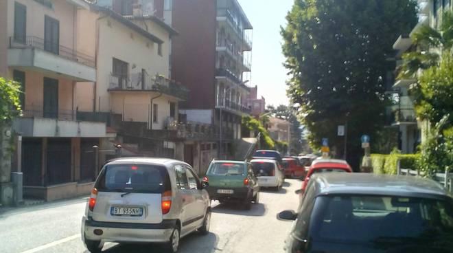 Lavori via bixio a Como, traffico in tilt a Monte Olimpino e via Bellinzona