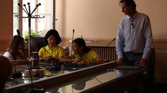 ricevimento comune a como dei giovani nuotatori cinesi di shangai assessore galli