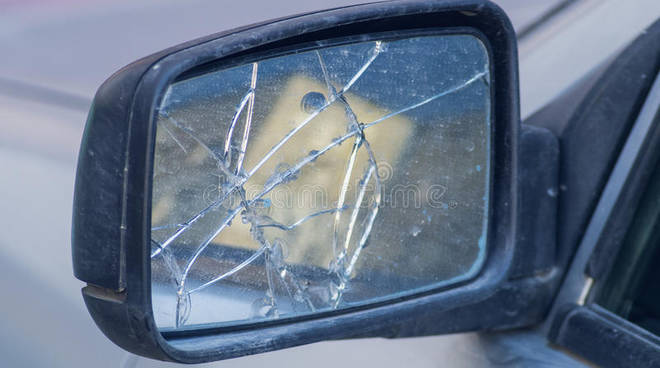 truffa dello specchietto rotto, denunce ai carabinieri di como
