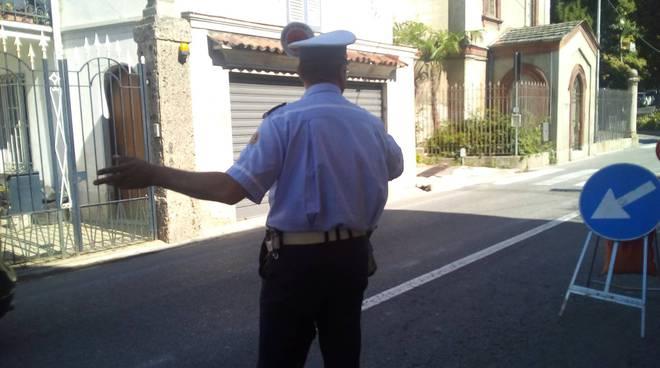 via per cernobbio como riaperta a senso unico alternato questa mattina polizia locale