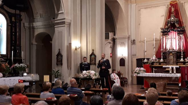 carabinieri in chiesa a carlazzo per mettere in guardia i fedeli dalle truffe