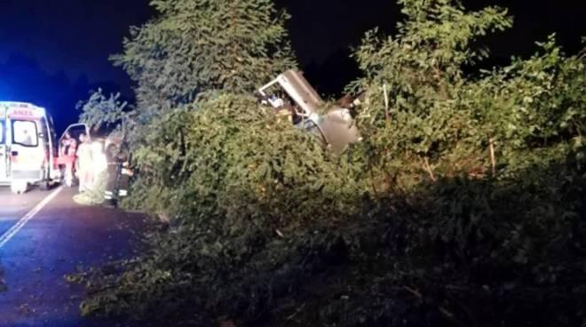 carimate incidente notte auto ribaltata soccorsi dei pompieri
