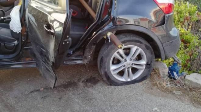 incidente agrigento, palo nell'auto, muore bimbo di turate