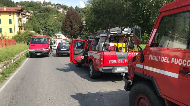 incidente san fedele intelvi furgone contro il guard-rail, feriti occupanti soccorsi pompieri