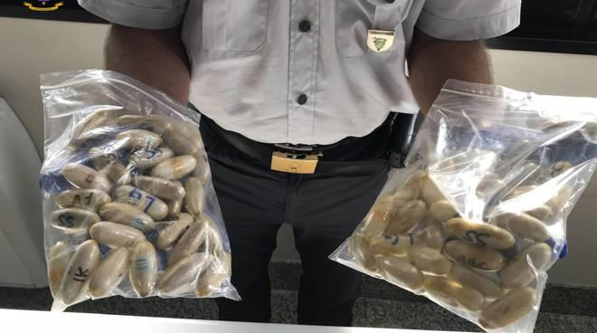Ovuli di cocaina scoperti dalla finanza nella pancia di un giovane nigeriano