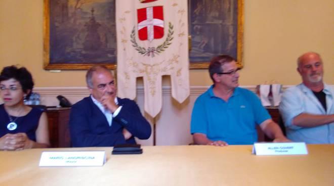 produzione netflix incontra sindaco ed assessori di como per grazie film