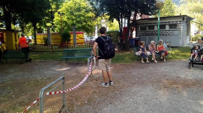 riprese film giardini a lago pensionati allontanati dalle loro panchine