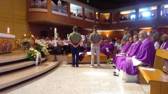 sagnino funerale parroco emerito don contini chiesa gremita