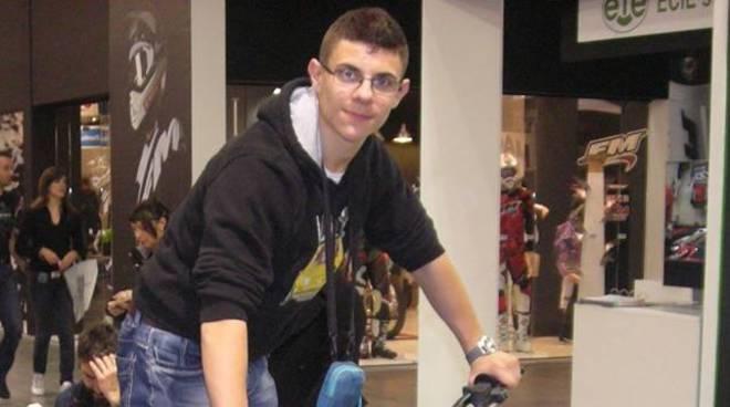 stefano leoni ragazzo di seregno morto in incidente profilo facebook