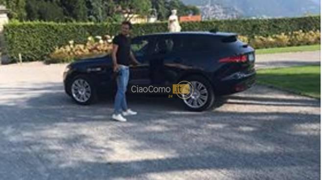 auto parcheggiata nel parco di Villa Olmo, suv tedesco davanti villa