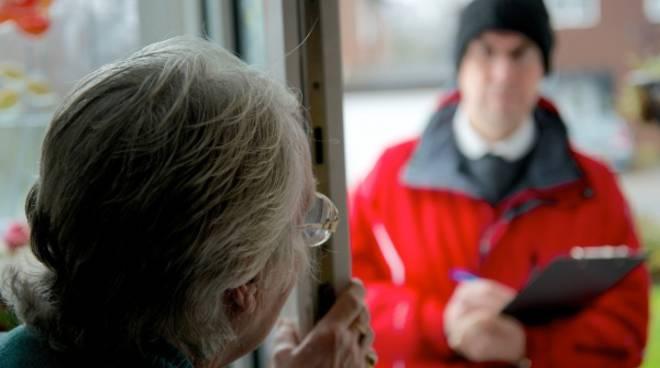 finti tecnici acqua alla porta per derubare anziani