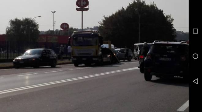 incidente a lazzago tamponamento tra auto soccorsi e code