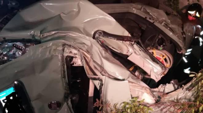 incidente mortale a Guanzate, tre ragazzi morti nella notte