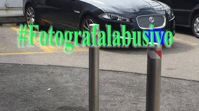 jaguar e ferrari al posto dei disabili segnalazione al sito di aila per abusi