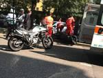 Pensionato cade con lo scooter in viale Varese e si schianta sul marciapiede