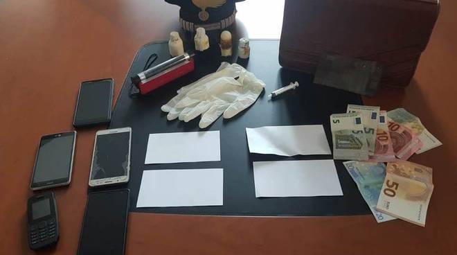 preso dai carabinieri falsario banconote strumenti di confezionamento