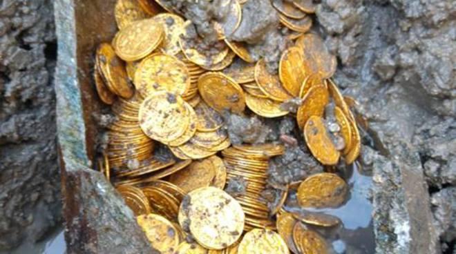 scoperta monete scavi di via diaz como cressoni
