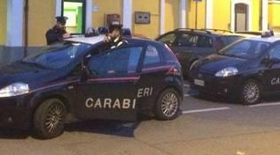 stazione di mozzate auto carabinieri esterno controlli sera