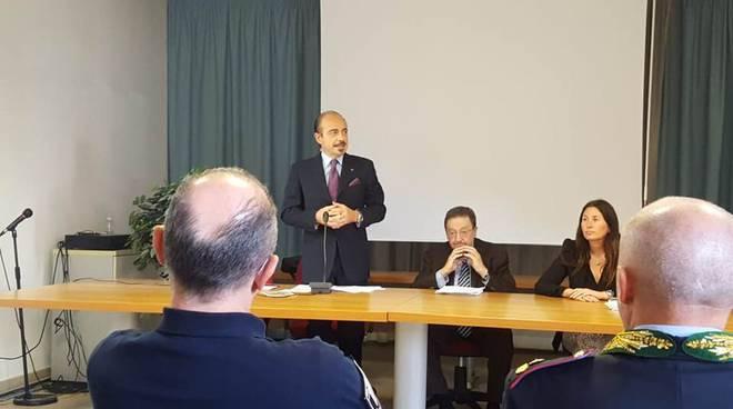 alessio butti deputato fratelli d'italia ad un convegno