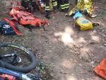 cicloturista cade nel bosco ad albiolo, soccorsi dai pompieri