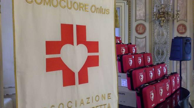 Comocuore cerimonia di consegna dei defibrillatori alle scuole