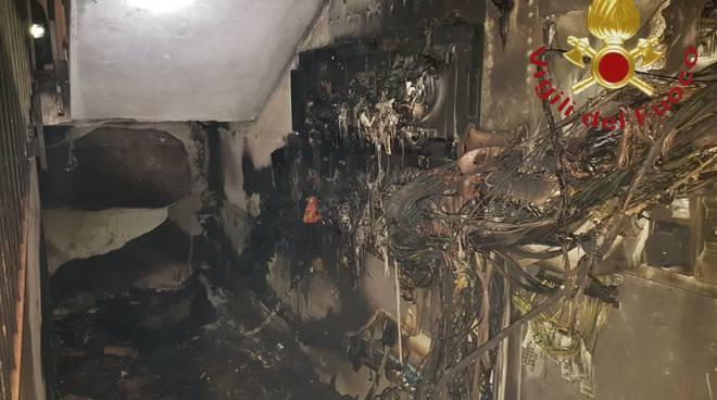 incendio notte contatori enel di cucciago pompieri e mezzi coinvolti