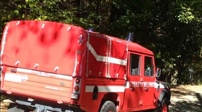 incendio spina verde cavallasca mezzi pompieri in posto