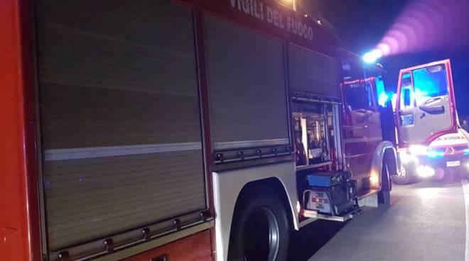 incidente alzate automedica e pompieri sul posto di notte
