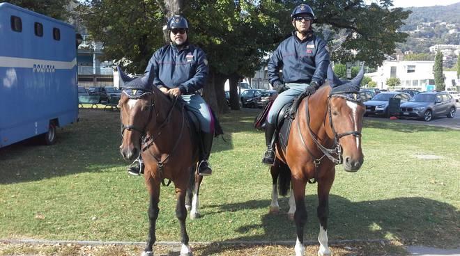 Polizia a cavallo giardini a lago di como controlli